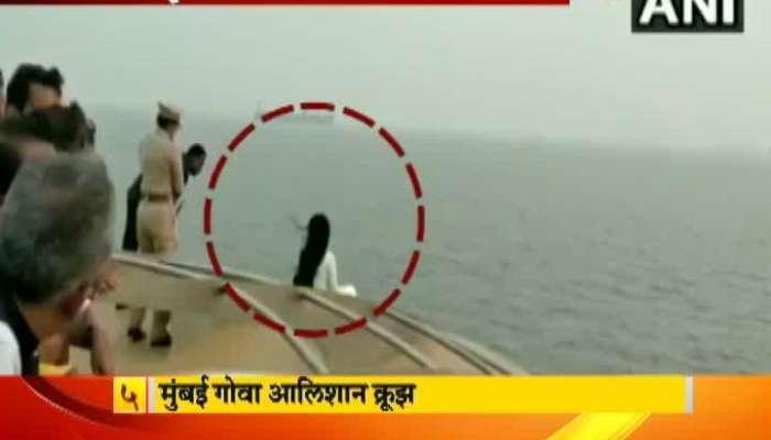 Mumbai CM Devendra Fadnavis Wife Amruta Fadnavis Selfie Fever Can Cost Life