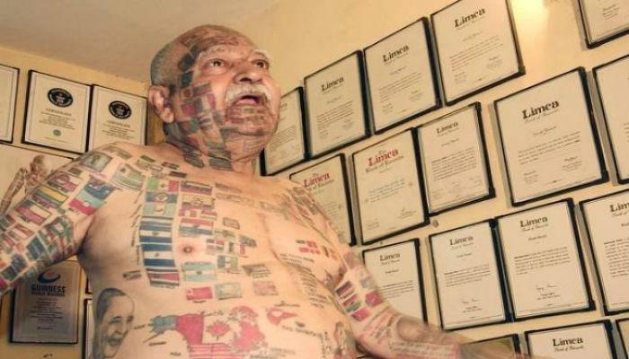 ७४ वर्षांच्या व्यक्तीने शरिरावर बनविले ३६६ देशांचे झेंड्याचे टॅटू